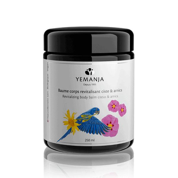 Flacon de 250ml de baume corps Yemanja, en verre miron noir et à l'étiquette blanche sur laquelle figure un perroquet bleu.