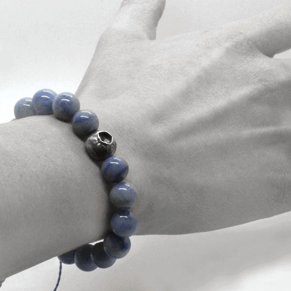 A Yemanja bracelet worn on the wrist, highlighting the finesse and elegance of the bracelet.