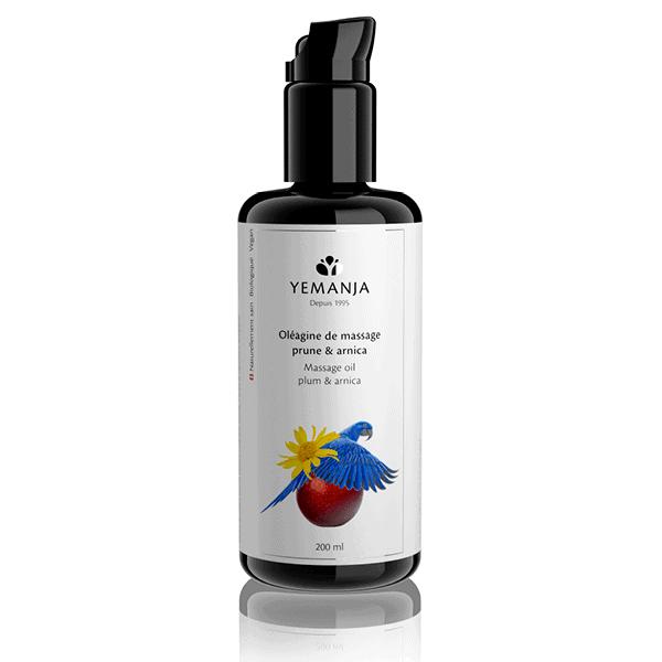 Un flacon de 200ml en verre miron noir d'oléagine Yemanja, avec un perroquet bleu vif, une fleur d'arnica jaune et une prune sur l'étiquette.